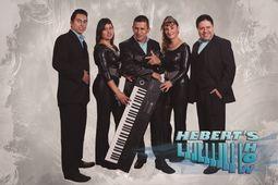 Tecladista y cantantes de Tolu_0