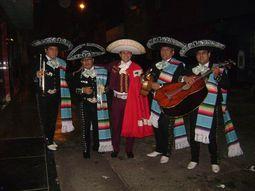 Carlos Torres y mariachis