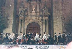 Grupo de promoción del folklore extremeño caramanc